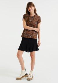 WE Fashion - Print T-shirt - brown - 1