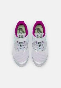 Nike Performance - STAR RUNNER 2 POWER UNISEX - Neutrální běžecké boty - pure platinum/multicolor/barely volt/red plum/white - 3