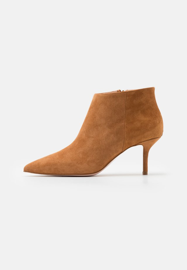 AUDREY - Ankle boot - tan