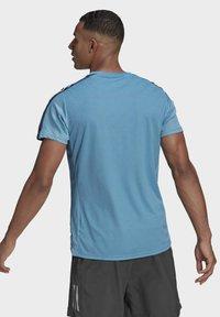 adidas Performance - OWN THE RUN 3-STRIPES RUNNING T-SHIRT - T-shirt med print - blue - 2