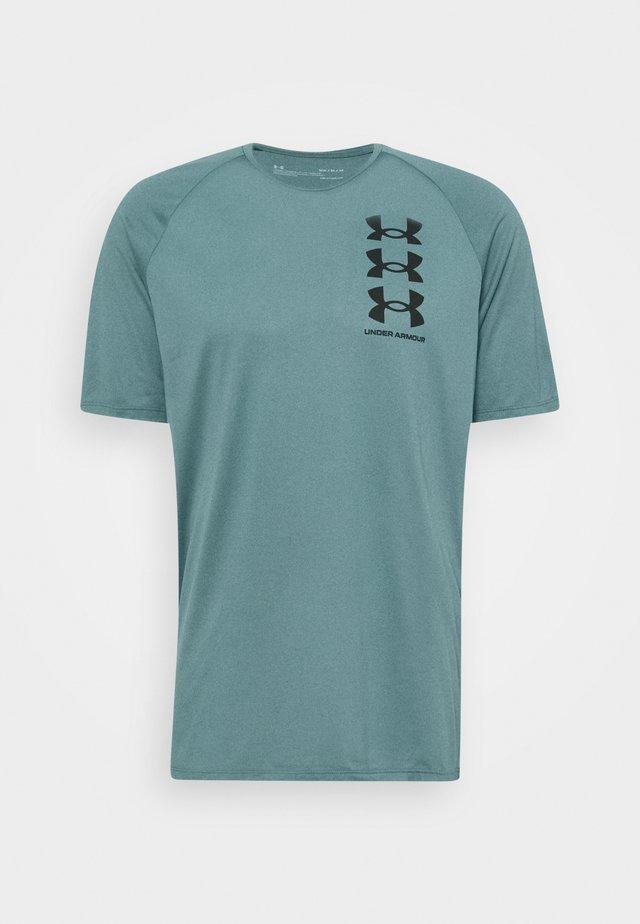 TRIPLE LOGO TECH - T-shirt print - lichen blue