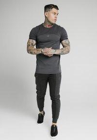 SIKSILK - Pantaloni sportivi - washed grey - 1