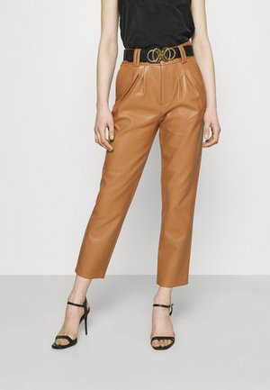 MIKAELA PANTS - Broek - brown
