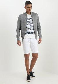 INDICODE JEANS - KADEN - Denim shorts - offwhite - 1