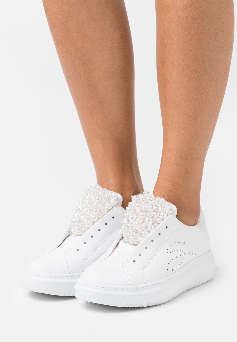 Tosca Blu - AGATA - Sneakers laag - bianco