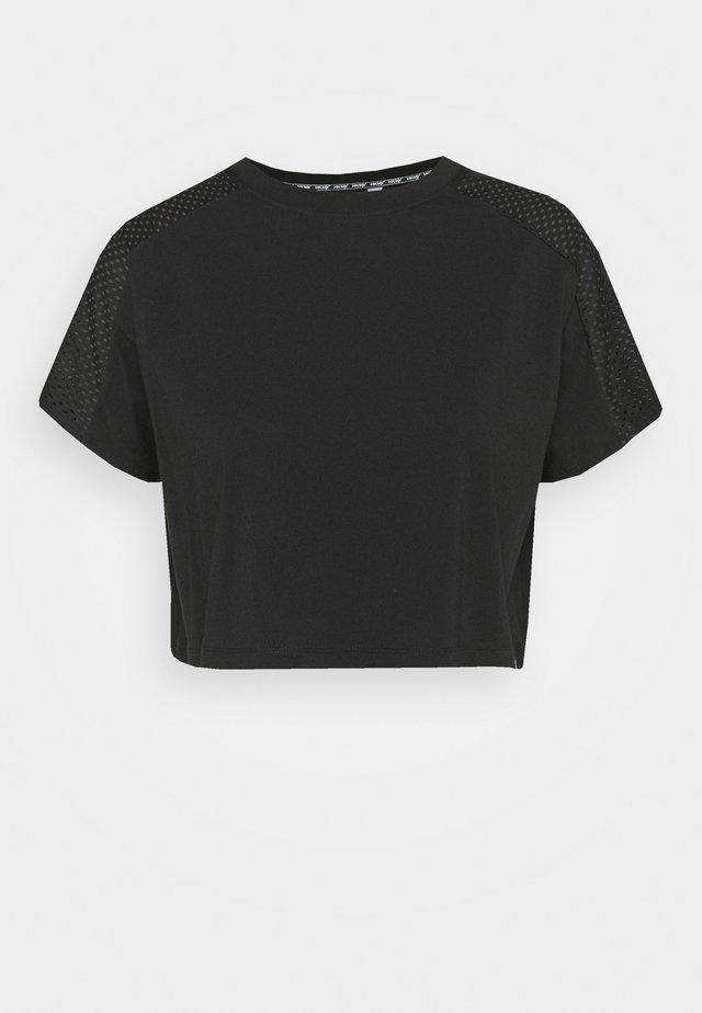 TEE CROPPED - Printtipaita - black