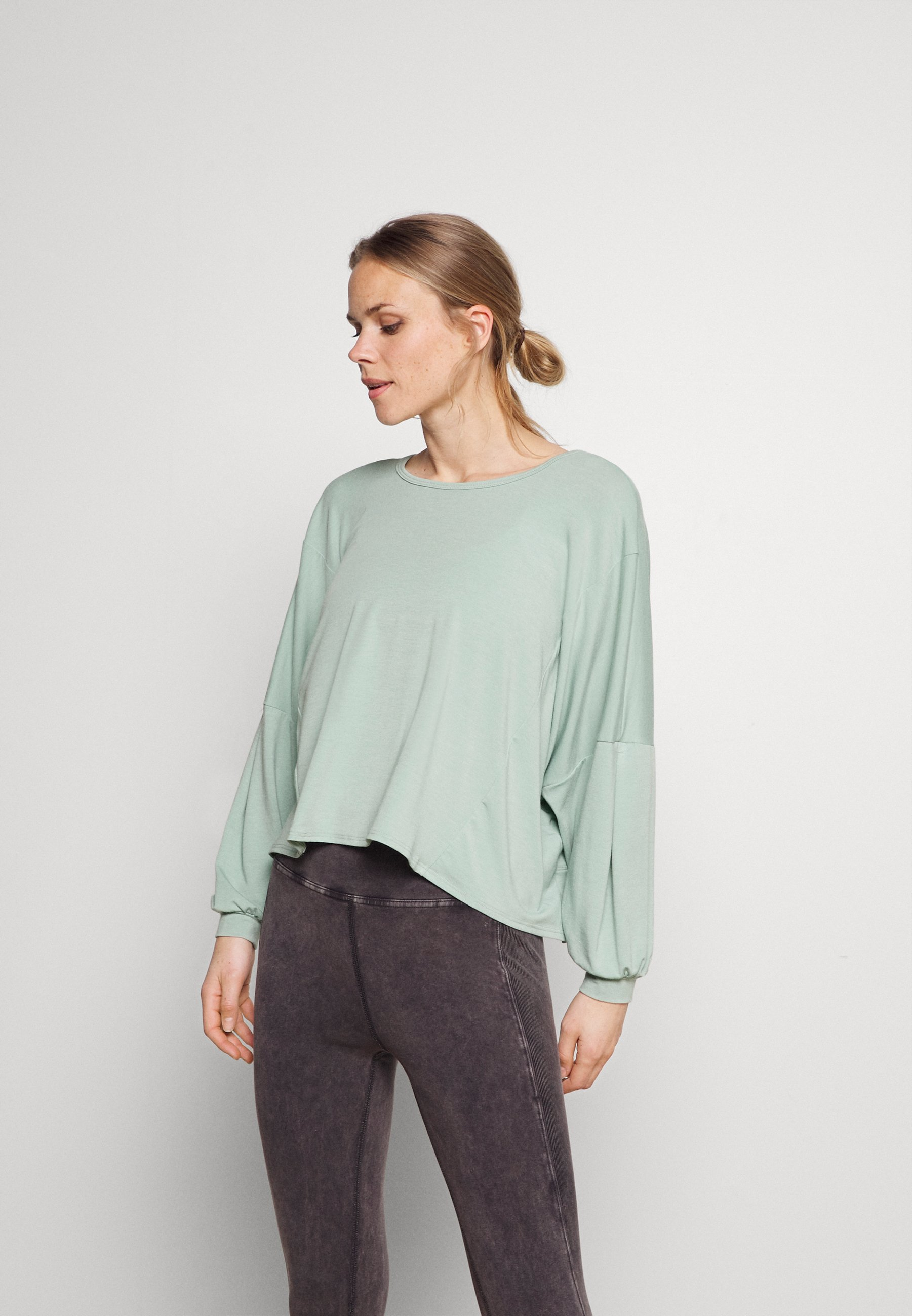 Women OM - Long sleeved top