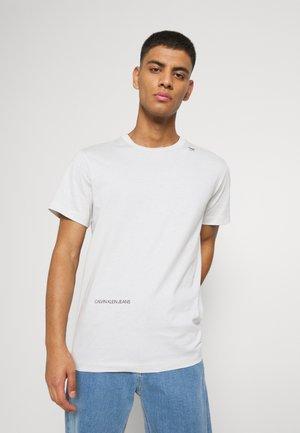 MICRO LOGO TEE UNISEX - Print T-shirt - cirrus grey