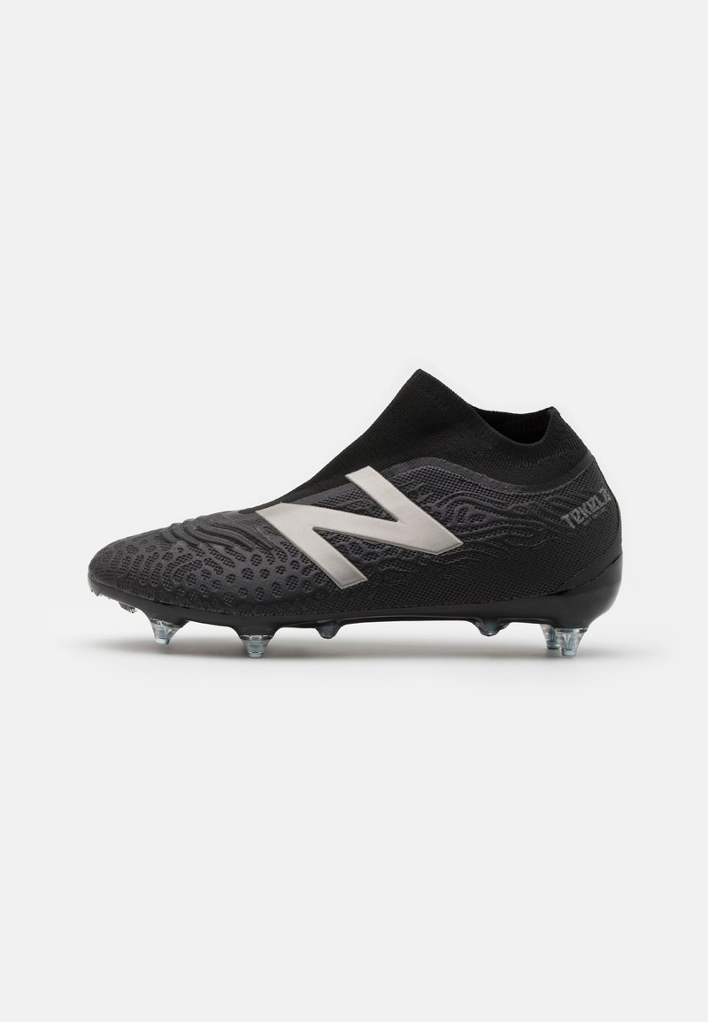 New Balance - Moulded stud football boots - black