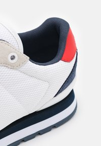 Tommy Jeans - LIFESTYLE MIX RUNNER - Sneakers basse - white - 5