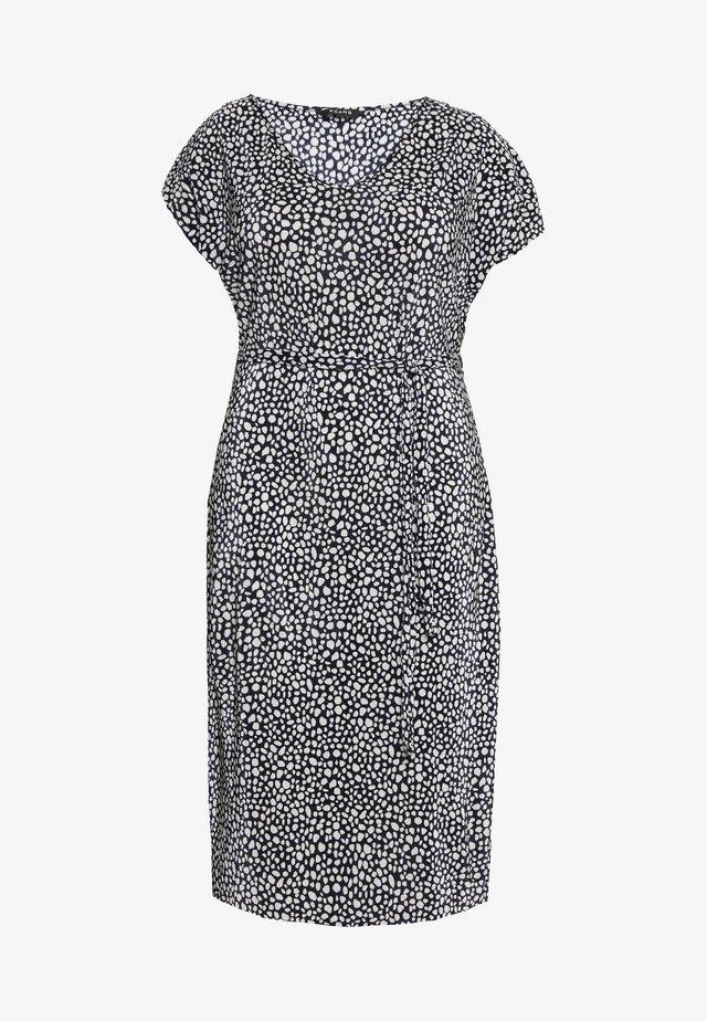 NAVY AND WHITE PLEATED DRESS - Denní šaty - dark blue/white