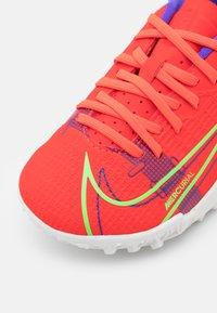 Nike Performance - JR MERCURIAL VAPOR 14 ACADEMY TF UNISEX - Astro turf trainers - bright crimson/metallic silver - 5