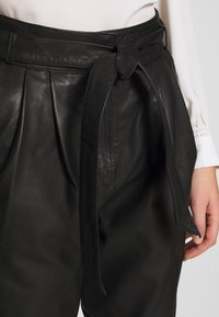 Copenhagen Muse - ROYAL ANKLE - Leather trousers - black - 4