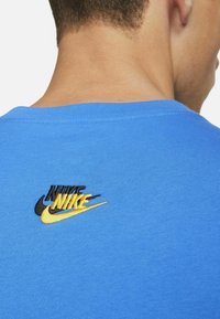 Nike Sportswear - T-shirts print - signal blue - 4