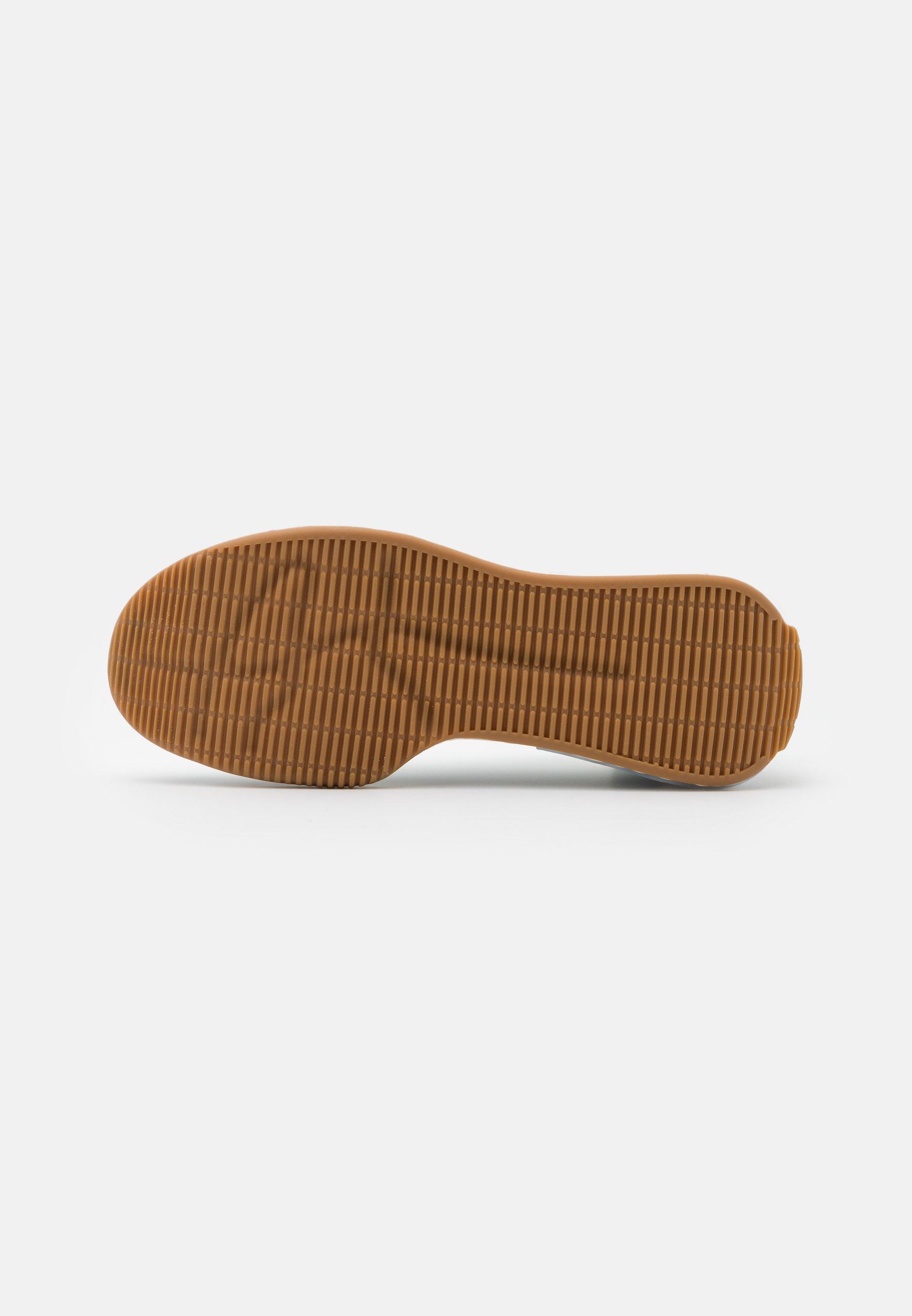 A basso costo Scarpe da Donna adidas by Stella McCartney TREINO S. Scarpe da fitness footwear white/core black/signal orange