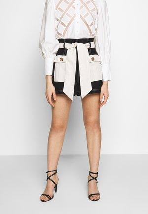 CONSISTENT - Shorts - black