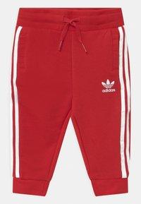 adidas Originals - CREW SET UNISEX - Survêtement - scarlet/white - 2