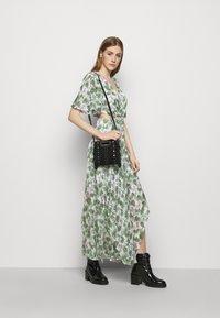 maje - ROCHELLE - Maxi šaty - végétal écru vert - 4