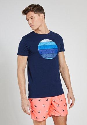 SUNSET SHADES - Print T-shirt - dark navy