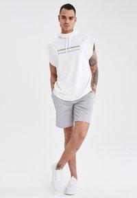 DeFacto Fit - Shorts - grey - 1
