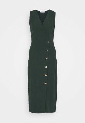 TARIA DRESS - Pouzdrové šaty - green
