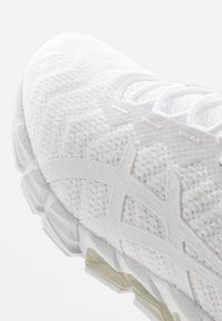 ASICS - GEL-QUANTUM 180 5 - Chaussures de running neutres - white - 5