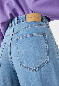 PULL&BEAR - Relaxed fit jeans - light blue - 4
