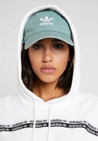 adidas Originals - R.Y.V. LOGO HODDIE SWEAT - Hættetrøjer - white - 4