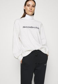 Abercrombie & Fitch - UPPER TIER LOGO CREW - Sweatshirt - grey heather - 3