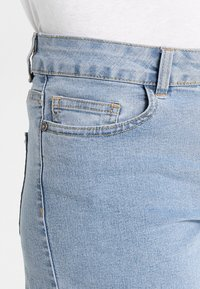 Noisy May - NMBE LUCY FOLD - Jeans Shorts - light blue denim - 5