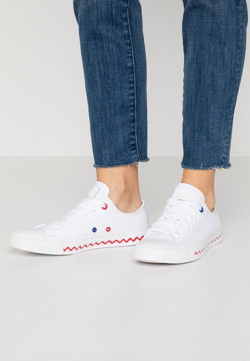 Converse - CHUCK TAYLOR ALL STAR - Trainers - white/university red/rush blue