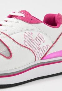 Emporio Armani - Tenisky - white/silver/pink - 2