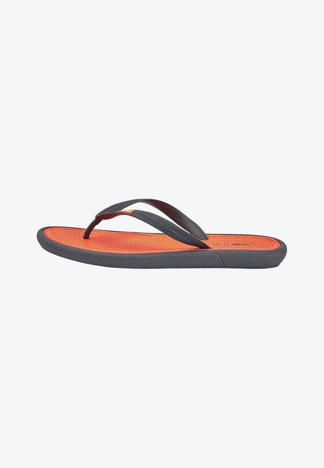 COMFORT  - Sandály s odděleným palcem - orange