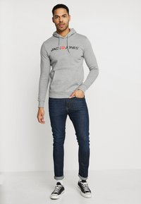 Jack & Jones - JJECORP LOGO HOOD - Mikina s kapucí - light grey melange - 1