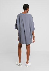 Weekday - HUGE - Žerzejové šaty - grey medium dusty - 3