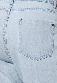 Missguided Plus - FRAYED LONG LINE  - Denim shorts - stonewash - 4