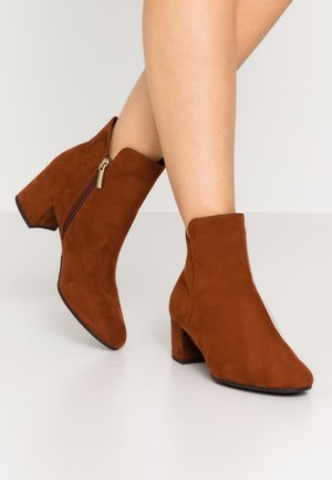 WOMS - Ankle boots - brandy