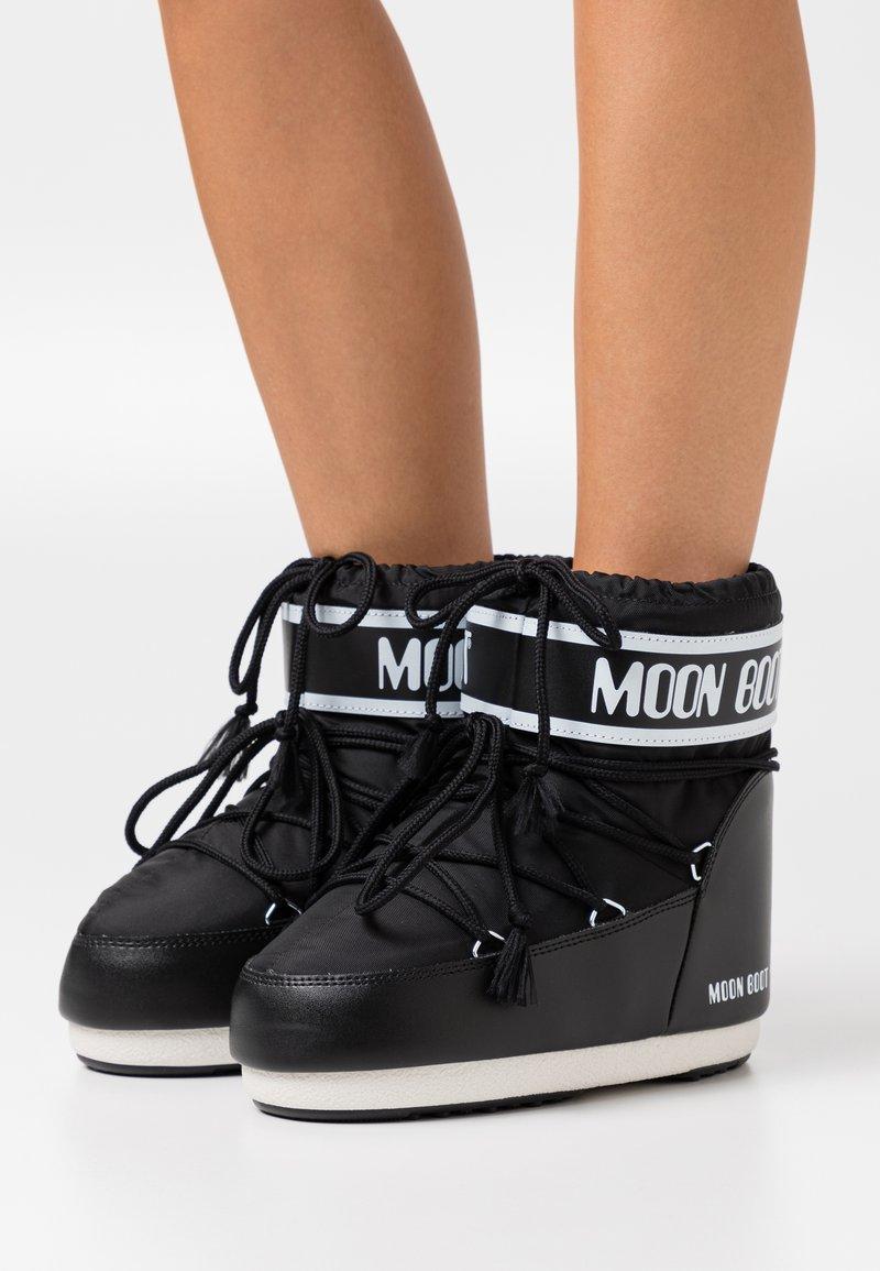 Moon Boot - CLASSIC LOW - Vinterstøvler - black