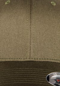 Flexfit - COMBED - Caps - olive - 6