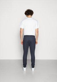 CLOSURE London - PIN STRIPE - Teplákové kalhoty - navy - 2