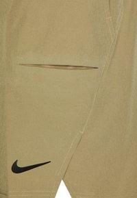 Nike Performance - SHORT - Pantalón corto de deporte - parachute beige/black - 5