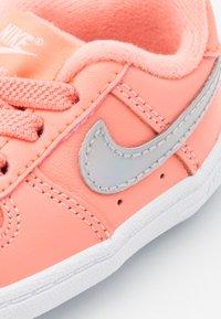 Nike Sportswear - FORCE 1 CRIB  - První boty - atomic pink/metallic dark grey/white - 5