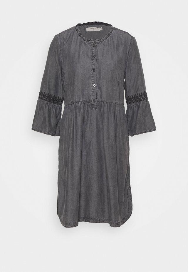 LUSSA DRESS - Denimové šaty - black wash