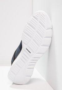 Skechers Sport - VERSE FLASH POINT - Baskets basses - navy/black - 4