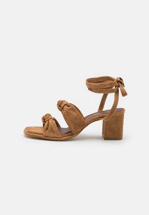Sandály - camel