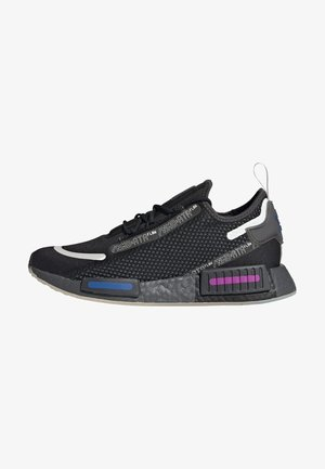 NMD_R1 SPEEDLINES BOOST SHOES - Trainers - cblack/gresix/globlu