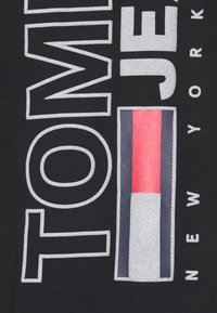Tommy Jeans - VERTICAL TEE - Maglietta a manica lunga - black - 2
