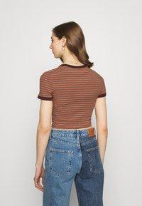 Weekday - GEMINI 2 PACK - Print T-shirt - brown/white - 2