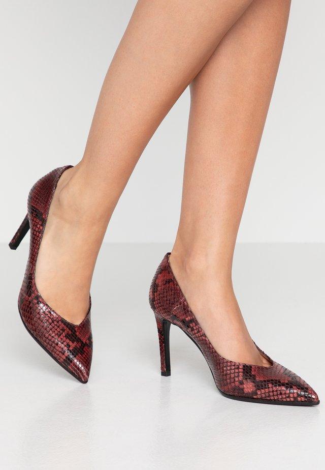 Zapatos altos - bordo