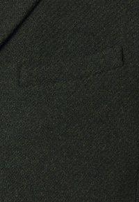 Brixtol Textiles - IAN - Klasický kabát - olive - 2